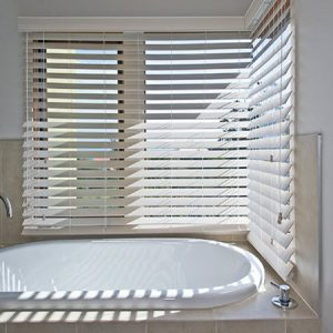 plaswood-bathroom-blinds