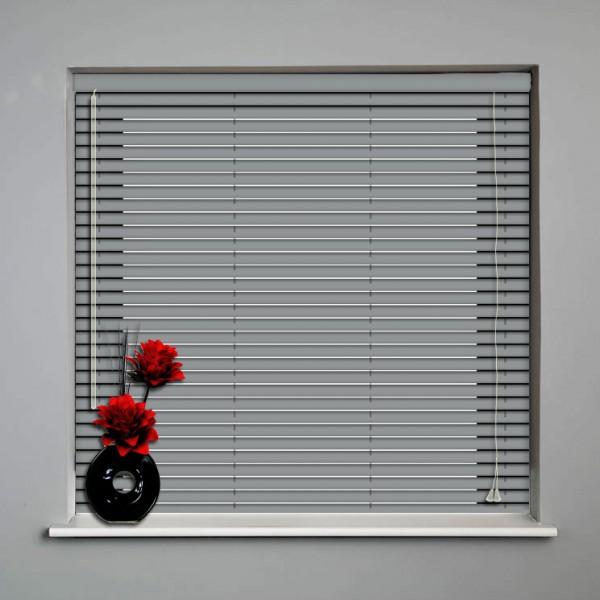 install-venetian-blinds-02