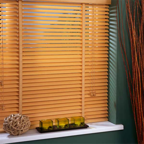 install-wooden-venetian-blinds-03