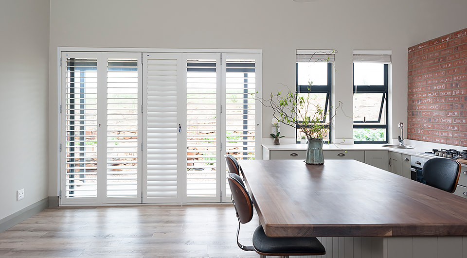 venetian blinds vs roller blinds